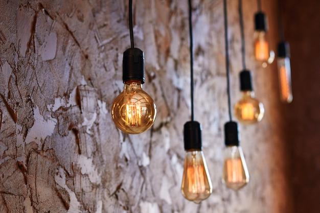 Mooie retro vintage lampen gloeien fel licht