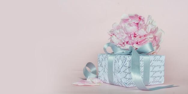 Mooie roze pioenrozen. lente achtergrond Premium Foto