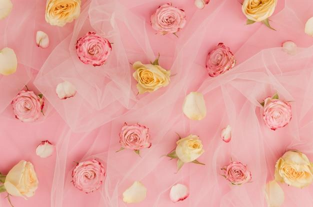 Mooie rozen op tule stof