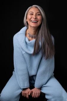 Mooie senior vrouw portret glimlachen