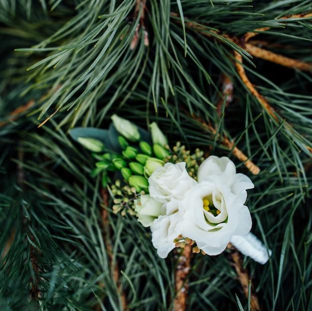 Mooie stijlvolle bruiloft boutonniere close-up