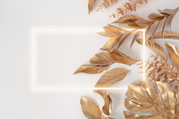Mooie stijlvolle herfstachtergrond met gouden bladeren bovenaanzicht met plaats voor tekst