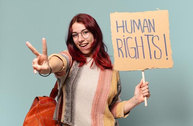 Mooie student activist vrouw met een bordje met de tekst: mensenrechten