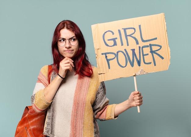 Mooie studentenvrouw activist. meisje machtsconcept