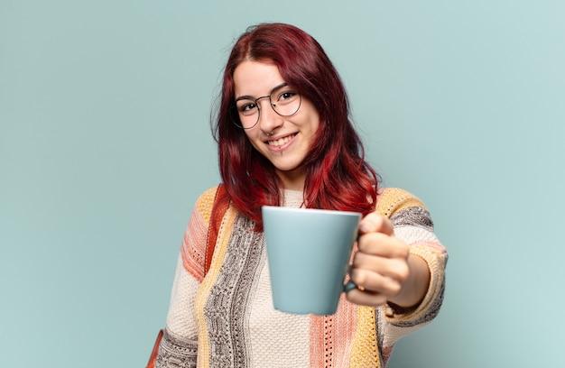 Mooie studentenvrouw met een koffiekopje