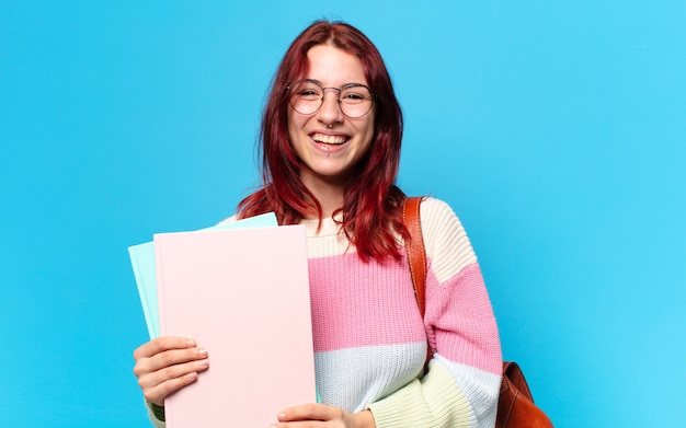 Mooie studentenvrouw met omslagen