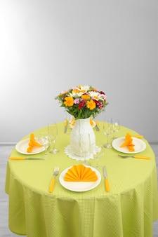 Mooie tafelsetting voor het ontbijt