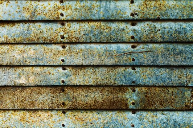 Mooie textuur van grunge roestige strepen muur. horizontaal. patroon. roestige achtergrond. blauw turkoois.