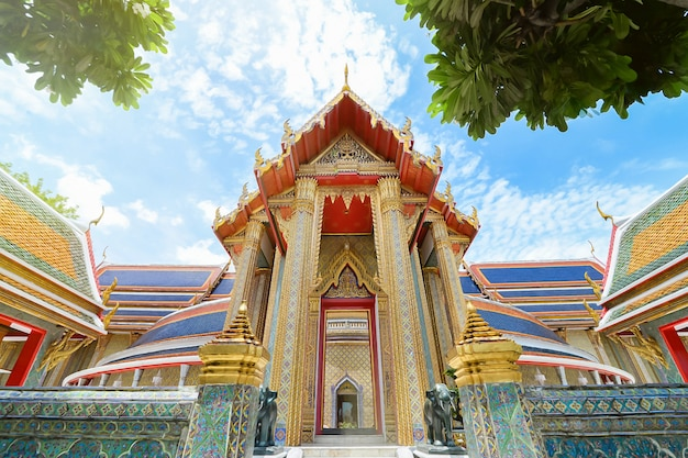 Mooie thaise tempel wat rachabophit - bangkok, thailand