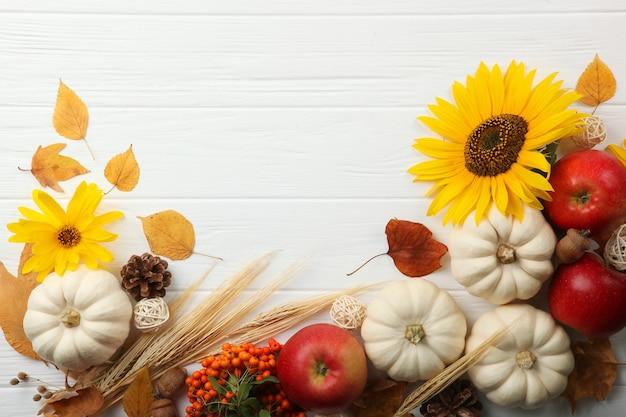 Mooie thanksgiving achtergrond bovenaanzicht op een lichte achtergrond close-up