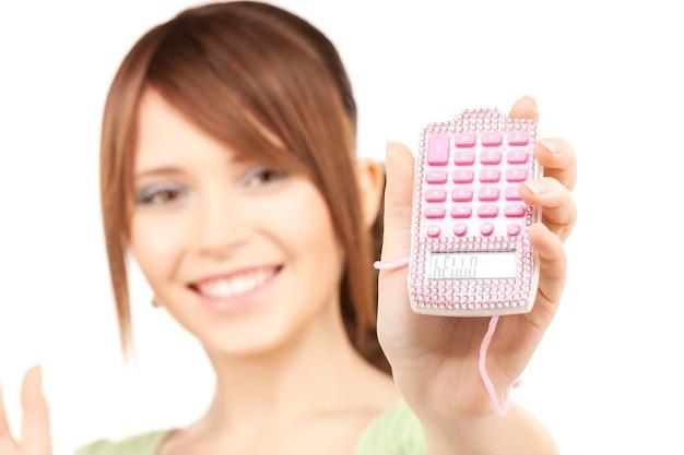 Mooie tienermeisje over wit (focus op rekenmachine)