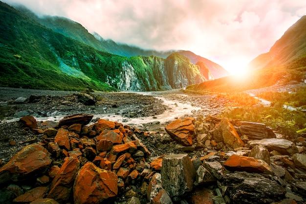 Mooie toneel van van de het westenkust van de vossgletsjer southland nieuw zeeland