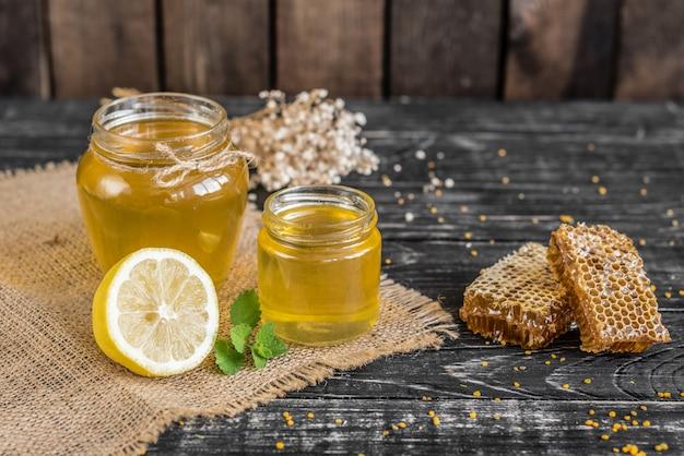 Mooie transparante honing in bank