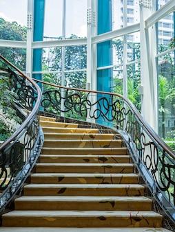 Mooie trap die in bandung, indonesië wordt gevestigd