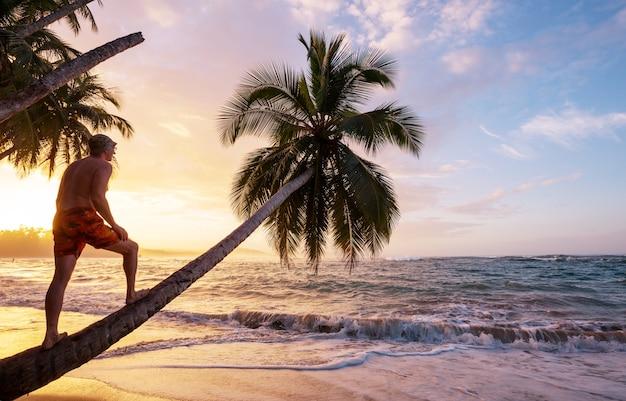 Mooie tropische kust van de stille oceaan in costa rica
