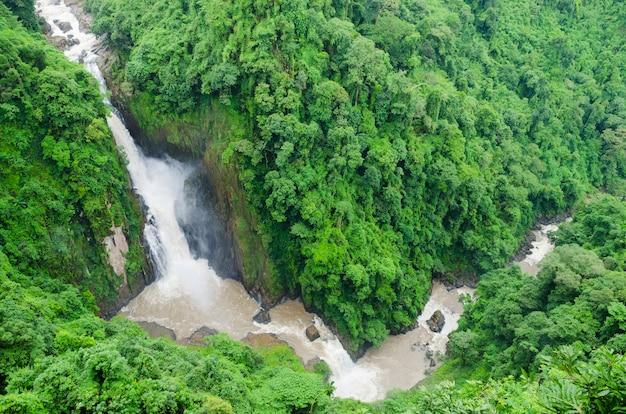 Mooie unesco haew narok-waterval in khao yai