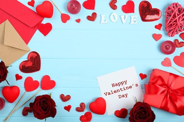Mooie valentijnsdag achtergrond op gekleurde achtergrond met plaats voor tekst