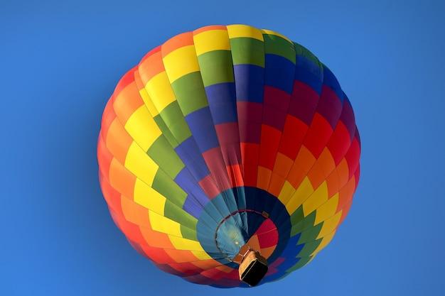 Mooie veelkleurige heteluchtballon close-up