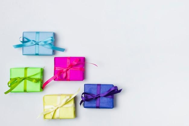 Mooie verjaardagscadeautjes met kopie ruimte
