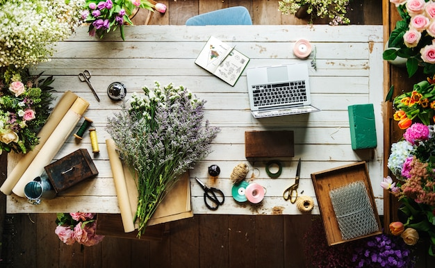 Mooie verse bloemen flora winkel werk ruimte zakelijk