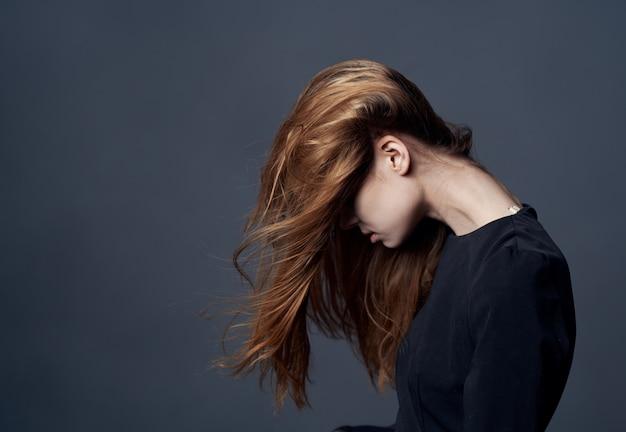 Mooie vrouw elegante stijl kapsel model bijgesneden weergave. hoge kwaliteit foto