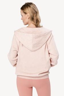 Mooie vrouw, gekleed in roze co-ord sportkleding achteraanzicht