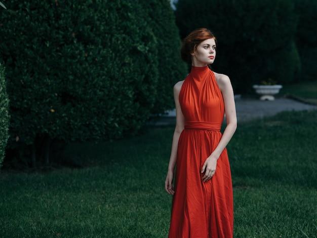 Mooie vrouw glamour en luxe maskerademodel