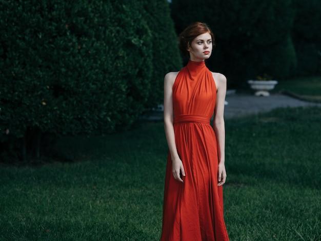 Mooie vrouw glamour en luxe maskerademodel.