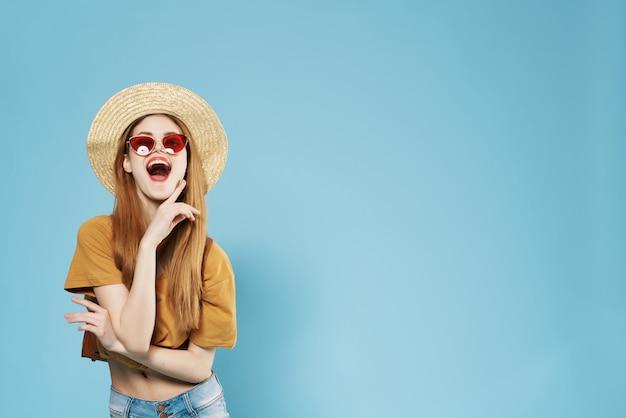 Mooie vrouw in hoed zonnebril zomer mode levensstijl