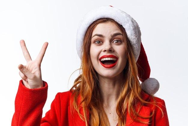 Mooie vrouw in kerstmuts vakantie kerst leuke emotie