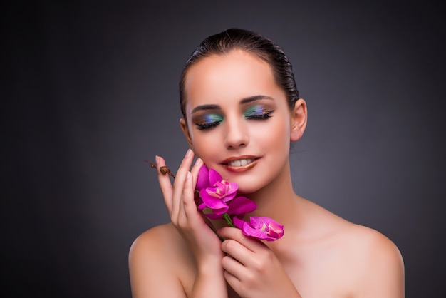 Mooie vrouw in make-up concept