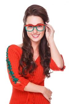 Mooie vrouw in rode trui