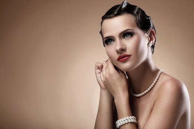 Mooie vrouw in vintage afbeelding