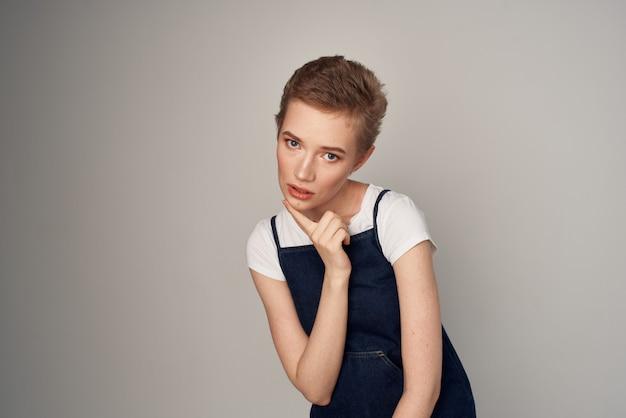 Mooie vrouw kapsel aantrekkelijk uiterlijk cosmetica geïsoleerde achtergrond. hoge kwaliteit foto
