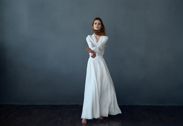 Mooie vrouw levensstijl glamour studio levensstijl model