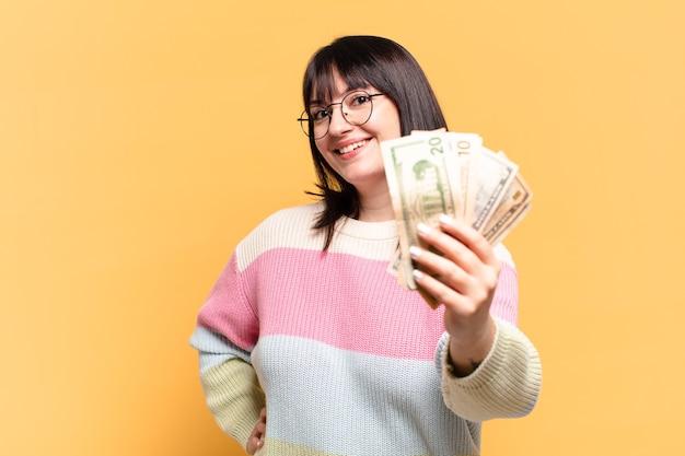 Mooie vrouw met dollarbankbiljetten