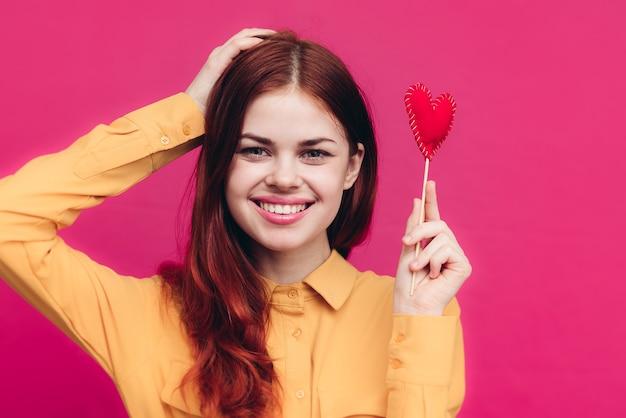 Mooie vrouw met een hart