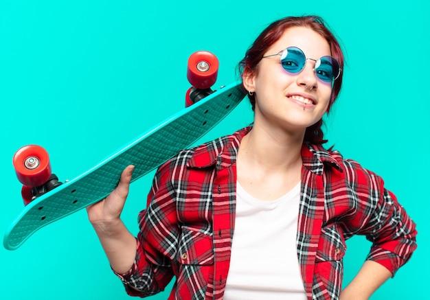 Mooie vrouw met een skateboard