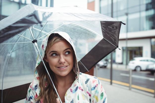 Mooie vrouw met paraplu