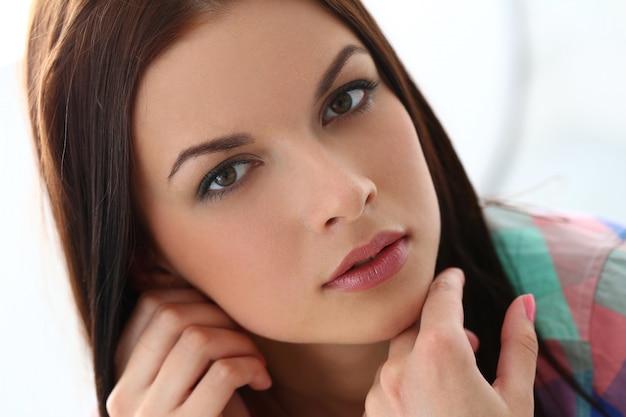 Mooie vrouw met prachtig gezicht