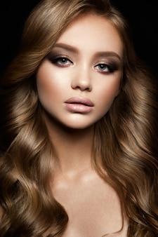 Mooie vrouw met professionele make-up