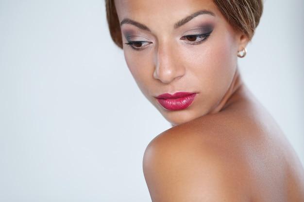 Mooie vrouw met rode lippen