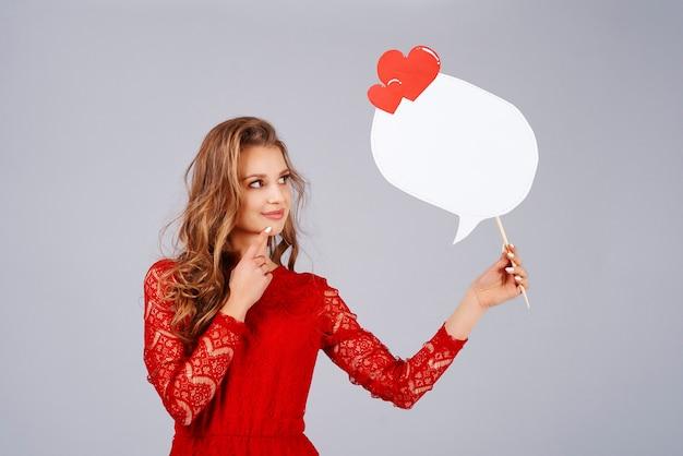 Mooie vrouw met tekstballon