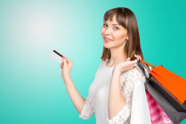 Mooie vrouw met veel boodschappentassen