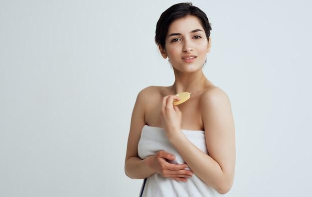 Mooie vrouw schone huidverzorging cosmetica
