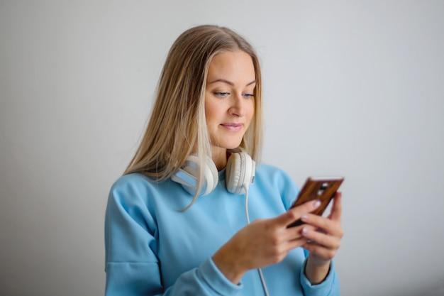 Mooie vrouw sms'en