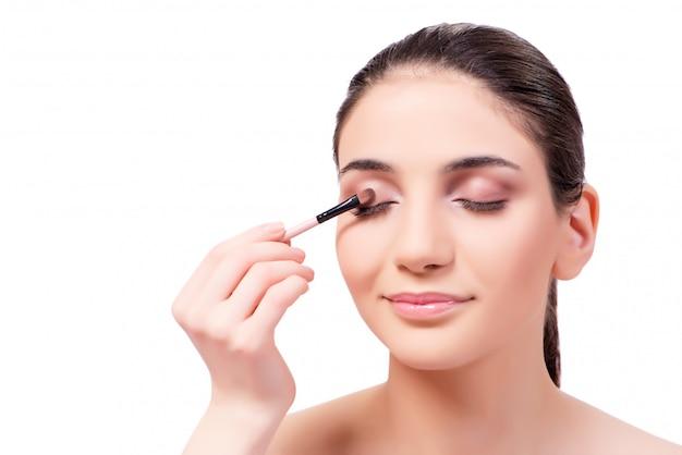 Mooie vrouw tijdens make-up cosmetica sessie