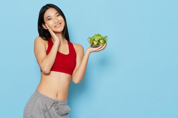 Mooie vrouw van aziatische uiterlijk slank figuur