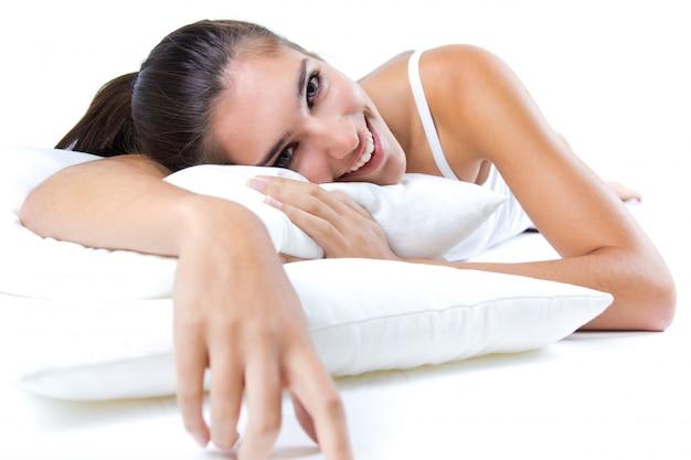 Mooie vrouw wakker worden in de ochtend