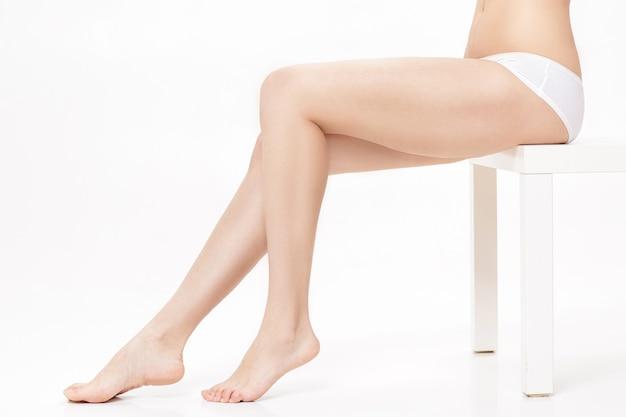 Mooie vrouwelijke benen met perfect gladde huid